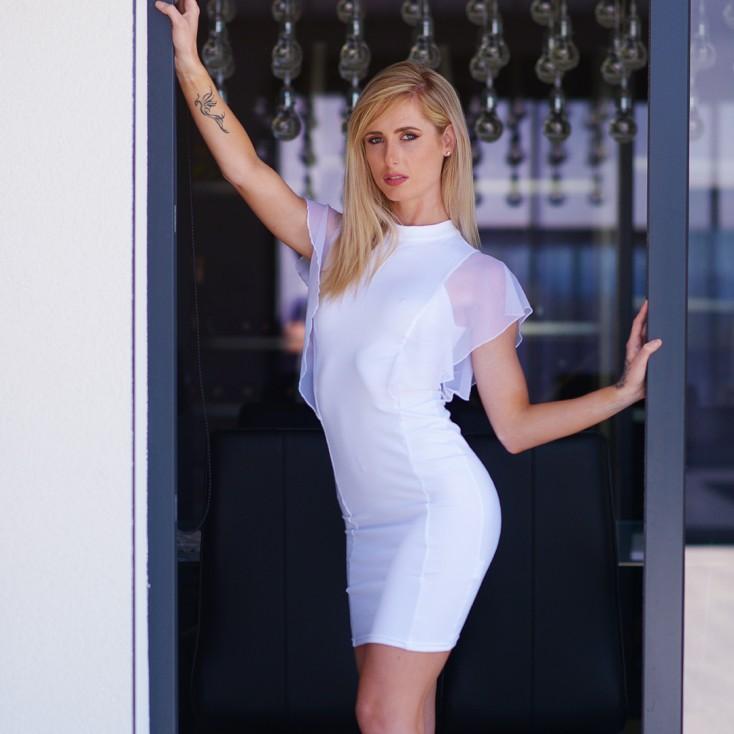 Robe_sexy_en_lycra_avec_voile_sur_les_épaules